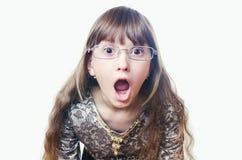 女孩佩带的眼镜和礼服张了从surp的一张嘴 免版税库存图片
