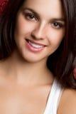 女孩俏丽的微笑 免版税库存图片