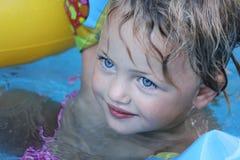 女孩俏丽的游泳 库存照片