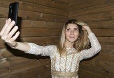女孩做Selfie 免版税库存图片