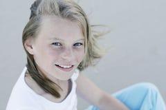 女孩健康微笑 免版税库存图片