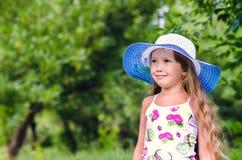 女孩公园微笑结构 库存图片