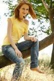 女孩公园红头发人夏天 库存图片