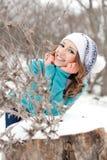 女孩公园雪年轻人 图库摄影