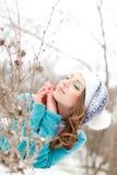 女孩公园雪年轻人 免版税库存图片