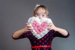 女孩关闭了嘴心脏 免版税库存照片