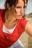 女孩冒汗的锻炼 库存图片