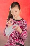 女孩写,组成一封情书 免版税库存图片