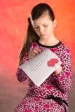 女孩写,组成一封情书 免版税库存照片