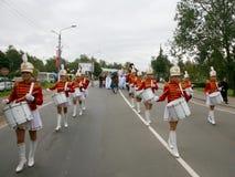 女孩军乐队女队长鼓手 免版税图库摄影