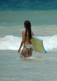 女孩冲浪者 库存图片