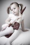 女孩减速火箭圣诞老人等待 免版税库存图片