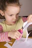 女孩剪刀使用 免版税库存图片