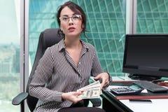 女孩办公室工作者的画象 免版税库存图片