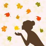 女孩半面孔剪影和秋叶 免版税库存图片