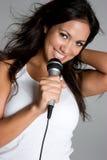 女孩卡拉OK演唱 免版税图库摄影