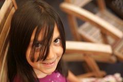 女孩印地安人微笑的年轻人 图库摄影