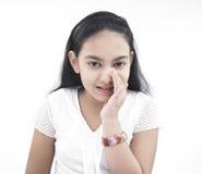 女孩印第安始发地耳语 免版税图库摄影