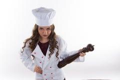 女孩厨师用胡椒 免版税库存图片