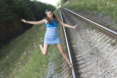 女孩去铁路运输 库存照片