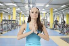 女孩参与健身 免版税库存图片