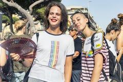 女孩参加拉齐奥自豪感事件并且摆在愉快照相机的 库存照片