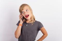 女孩发表演讲关于手机 免版税图库摄影