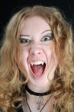 女孩叫喊的吸血鬼年轻人 免版税图库摄影