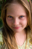 女孩可爱的纵向年轻人 免版税库存照片