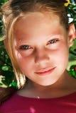 女孩可爱的纵向年轻人 免版税图库摄影