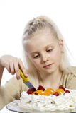 女孩吃一个蛋糕 免版税库存照片
