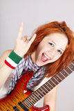 女孩吉他头发意大利红色微笑 免版税库存图片