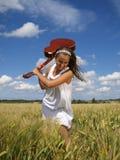 女孩吉他晃动的年轻人 库存照片