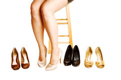 女孩咆哮的鞋子。 免版税库存照片