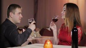 女孩和人浪漫晚餐 影视素材