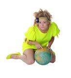 女孩和地球 库存图片