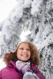 女孩和多雪的分支 免版税库存图片