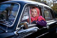 女孩和汽车 免版税库存照片