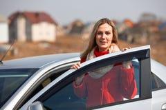 女孩和汽车 免版税图库摄影