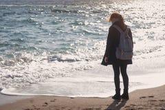 女孩和海运 图库摄影
