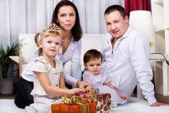 女孩和父项 免版税库存图片
