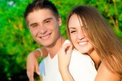 女孩和男孩在公园 图库摄影