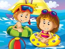 女孩和男孩游泳在水中 免版税库存照片