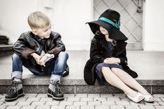 女孩和男孩 免版税库存照片