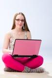 女孩和膝上型计算机 库存图片