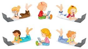 女孩和膝上型计算机 免版税库存图片