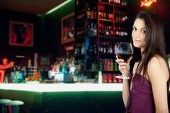 女孩和酒 免版税库存图片