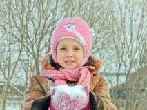 女孩和雪 免版税库存照片