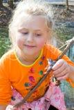 女孩和青蛙 图库摄影
