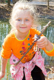 女孩和青蛙 免版税库存图片